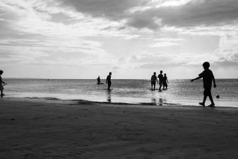Evening hours at the beach of Siquijor – the elderly are searching the beach for seafood, the kids are playing. Such a desirable simple life! (Siquijor, Philippines)