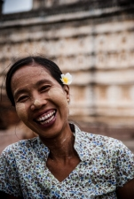 She was so kind to show me around Mahabodhi Temple… thereafter she showed me how to make the thanaka paste while grinding the wood of a thanaka tree with a small amount of water… (Bagan, Myanmar)