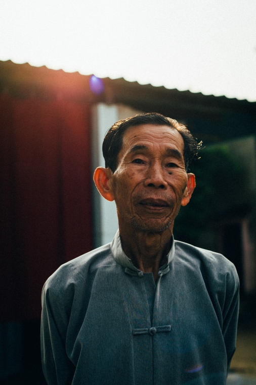The people in the less travelled areas are so proud if strangers are interested in them and do some communication. They will even show you around their houses and will place themselves in the right position to cut a fine figure. (Hoi An, Vietnam)